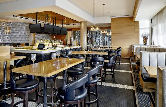 Restaurant Four Points by Sheraton Calgary Airport