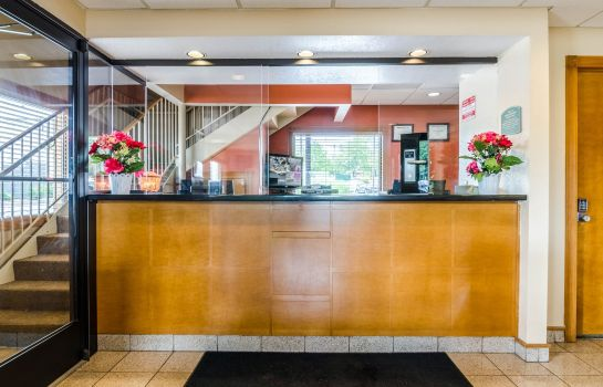Hall Econo Lodge  Inn & Suites I-35 at Shawnee Mission