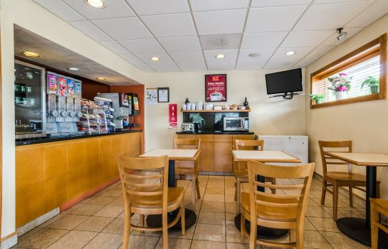 Restaurant Econo Lodge  Inn & Suites I-35 at Shawnee Mission