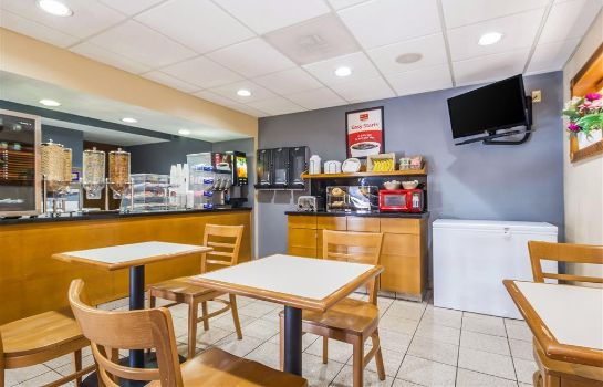 Restaurant Econo Lodge  Inn and Suites I-35 at Shaw