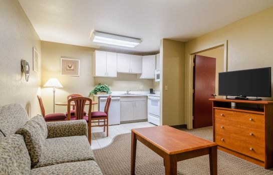 Zimmer Econo Lodge  Inn and Suites I-35 at Shaw