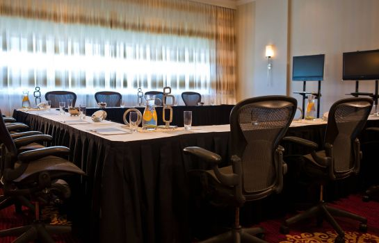 Conference room Renaissance Newark Airport Hotel