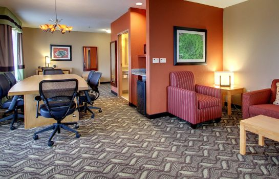 Room Comfort Suites Airport