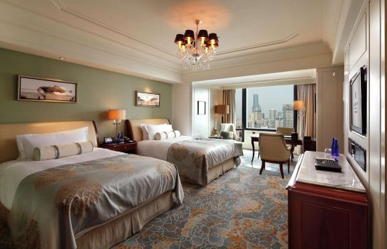 Zimmer Waldorf Astoria Shanghai on The Bund