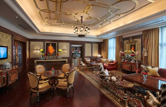 Hotel bar The Leela Palace New Delhi