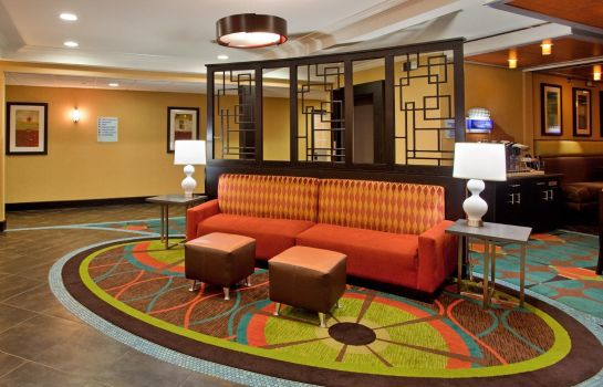 Lobby Holiday Inn Express & Suites NORTH KANSAS CITY