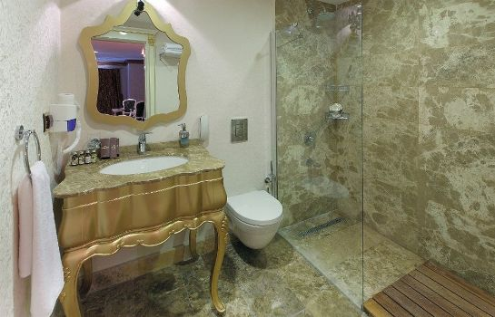 Bathroom Camelot Boutique & Beach