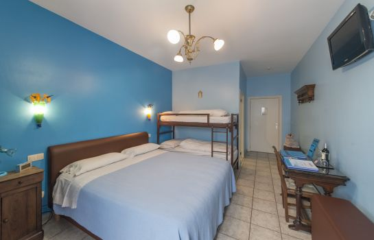Camera a quattro letti Casa Roman Bed & Breakfast