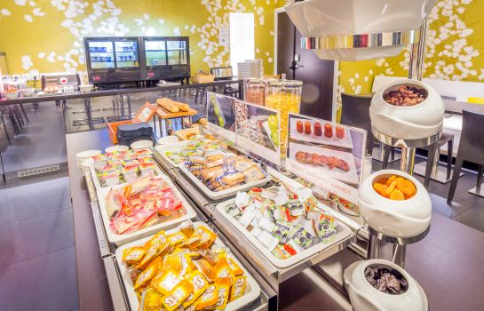 Breakfast buffet Hipark Design Suites Nice