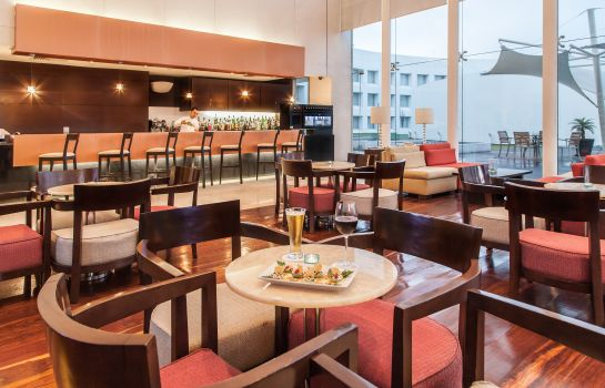 Hotel bar NH Collection Airport T2