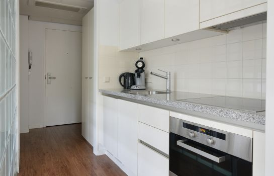 Cucina in camera Htel Serviced Apartments Amstelveen from 45 sqm