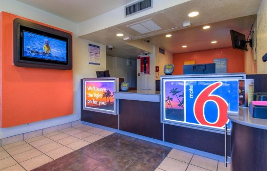 Vestíbulo del hotel MOTEL 6 RIVERSIDE WEST JURUPA VALLEY