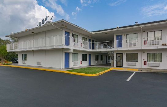 Buitenaanzicht MOTEL 6 FT. PIERCE