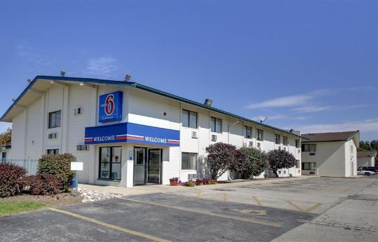 Vista exterior Motel 6 Normal Bloomington Area