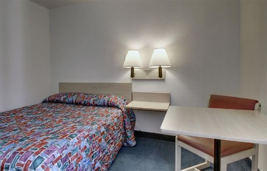 Zimmer MOTEL 6 NORMAL BLOOMINGTON AREA
