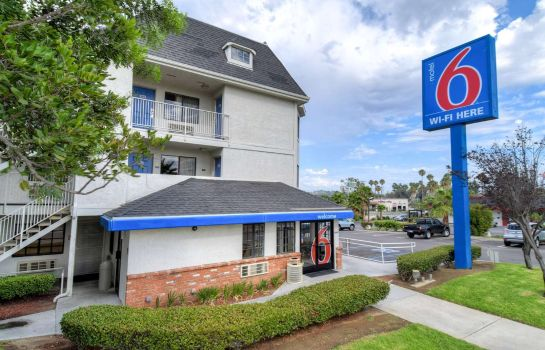 Exterior view MOTEL 6 ESCONDIDO