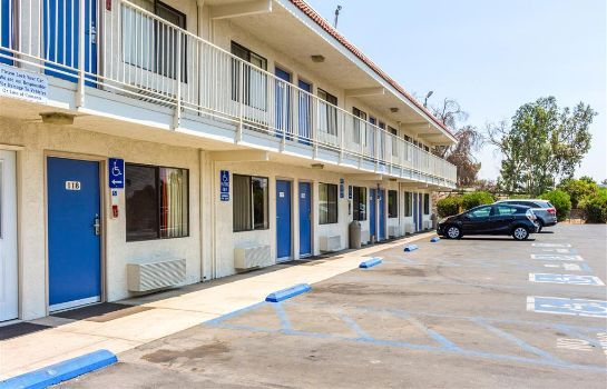 Vista esterna MOTEL 6 BAKERSFIELD CONVENTION CENT