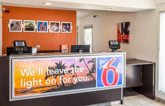 Hotelhalle MOTEL 6 BAKERSFIELD CONVENTION CENT
