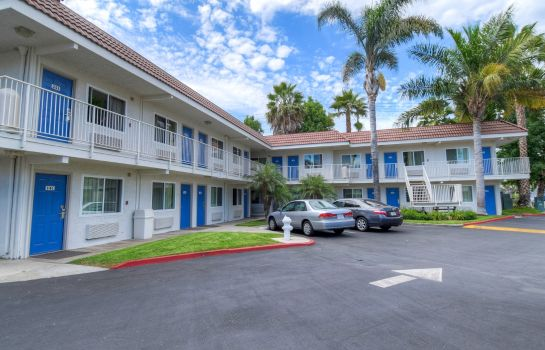 Exterior view MOTEL 6 COSTA MESA