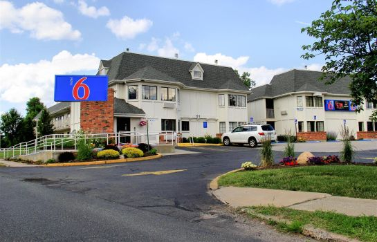 Exterior view MOTEL 6 - HARTFORD