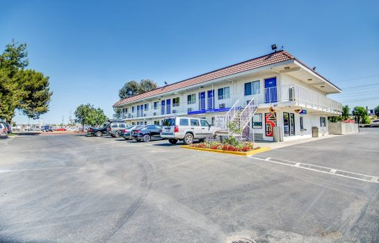 Vista exterior MOTEL 6 STOCKTON-CHARTER WAY WEST