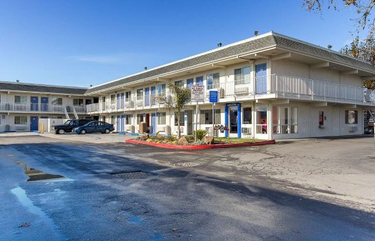 Exterior view MOTEL 6 HAYWARD