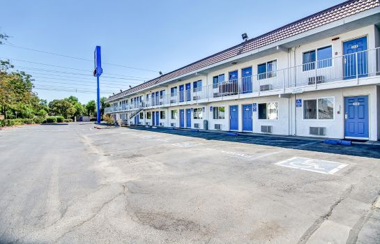 Vista esterna MOTEL 6 STOCKTON-CHARTER WAY WEST