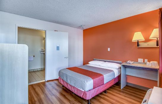Zimmer MOTEL 6 STOCKTON-CHARTER WAY WEST