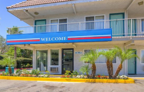 Exterior view MOTEL 6 LOS ANGELES-VAN NUYS NORTH HILLS