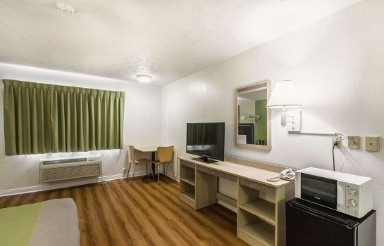 Room IN - GREENCASTLE MOTEL 6 CLOVERDALE