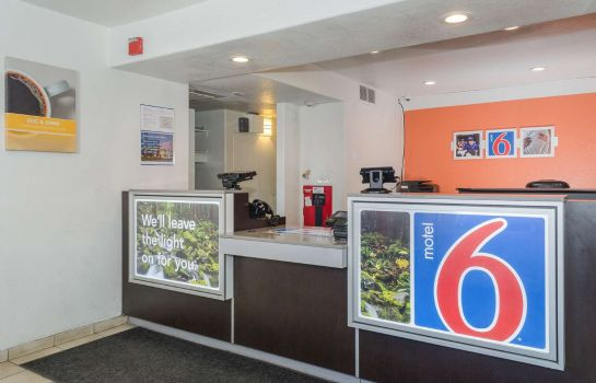 Hall MOTEL 6 TURLOCK