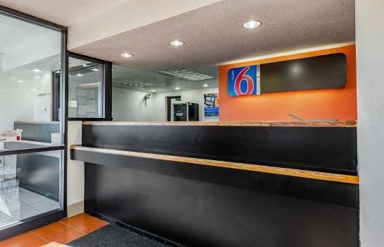 Lobby MOTEL 6 CINCINNATI CENTRAL - NORWOOD