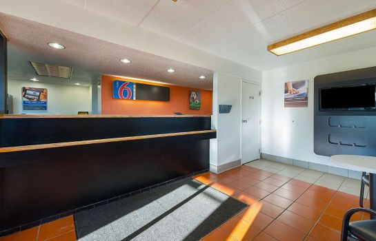 Hall MOTEL 6 CINCINNATI CENTRAL - NORWOOD