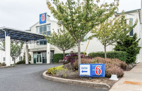 Exterior view MOTEL 6 LINCOLN CITY