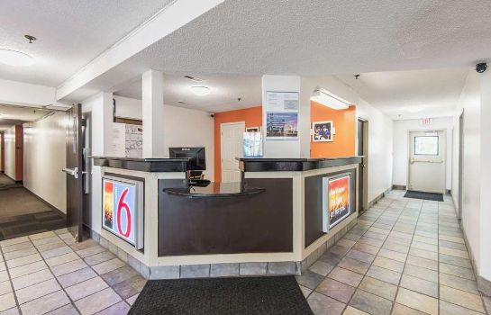 Lobby MOTEL 6 LAWRENCE KS