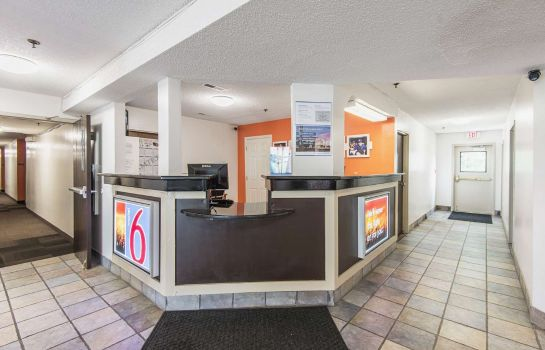 Hotelhal MOTEL 6 LAWRENCE KS