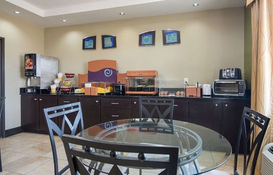 Restauracja RODEWAY INN AND SUITES WINNFIELD