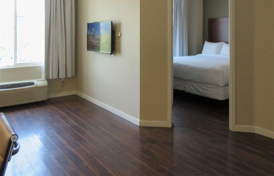 Suite Comfort Inn and Suites Near Ontario Airp