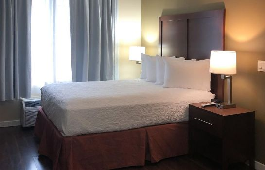 Chambre Comfort Inn and Suites Near Ontario Airp