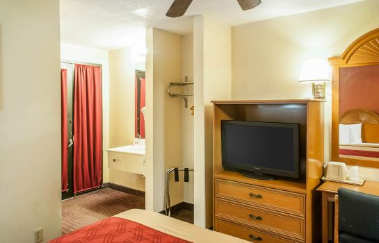 Suite Econo Lodge West - Coors Blvd
