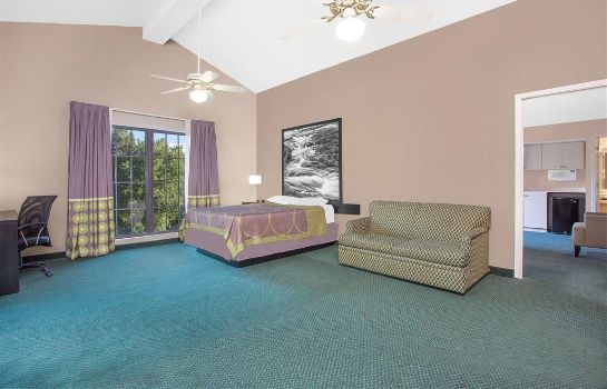 Suite Super 8 by Wyndham Austell/Six Flags