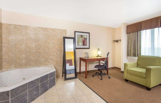Suite BAYMONT INN AND SUITES DUBUQUE