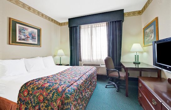 Suite DAYS INN AND SUITES HOUSTON NO