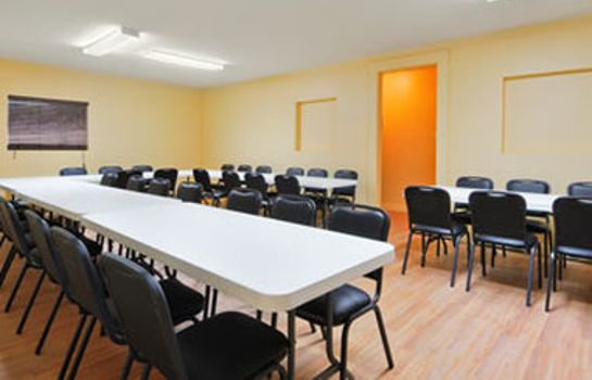 Conference room Econo Lodge