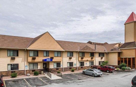 Exterior view Rodeway Inn & Suites WI Madison-Northeast