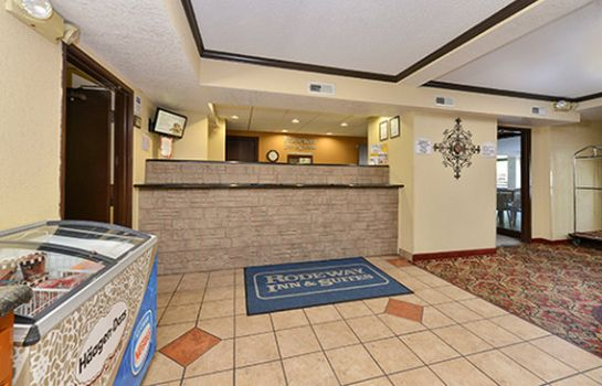 Lobby Rodeway Inn & Suites WI Madison-Northeast