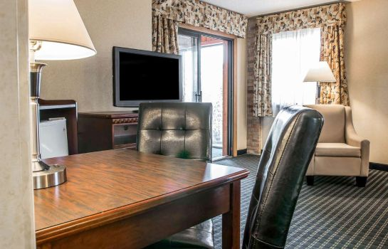 Suite Comfort Inn Marshall