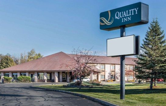 Außenansicht Quality Inn Central Wisconsin Airport