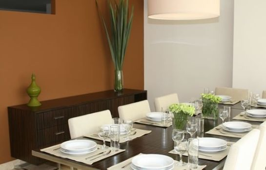 Restauracja The Place Corporate Rentals