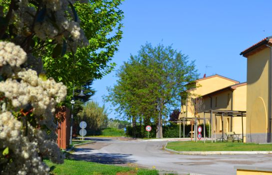 Giardino Poggio all'Agnello Country & Beach Residential Resort